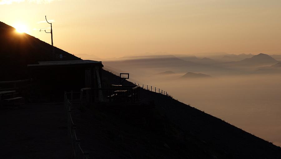 Noc na wulkanie, spacer w chmurach i miejskie szaleństwo. 24 godziny w podróży